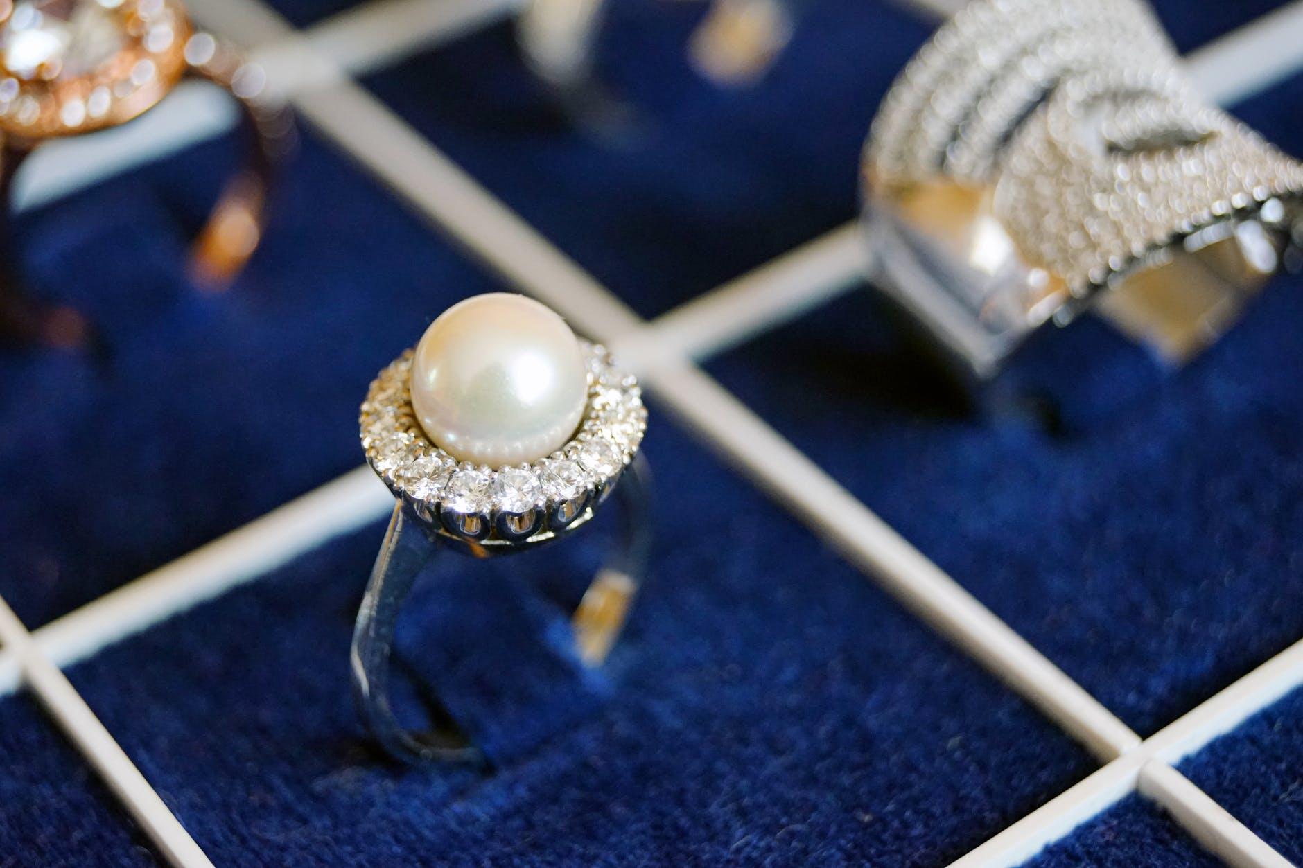 Buy Diamond rings in top 10 jewellry shop