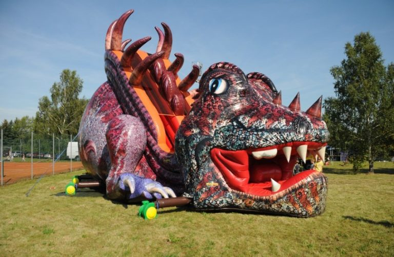 How much does it cost to hire bouncy castles in London?